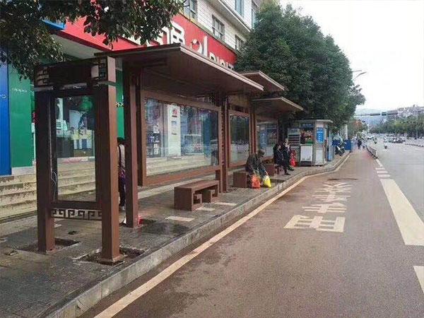 云南曲靖公交站台案例